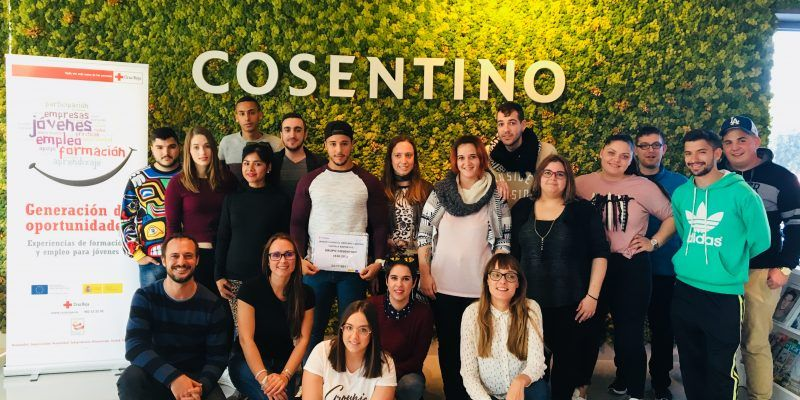 Grupo Cosentino acoge en sus instalaciones a un grupo de jóvenes participantes del Plan de Empleo de Cruz Roja.